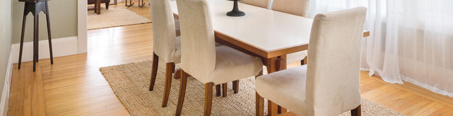تمیز کردن میز و صندلی ناهارخوری